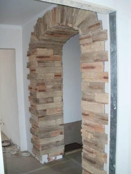 Отделка арки декоративным камнем, разновидности арок и облицовки, их связь с интерьерным стилем - 29 фото