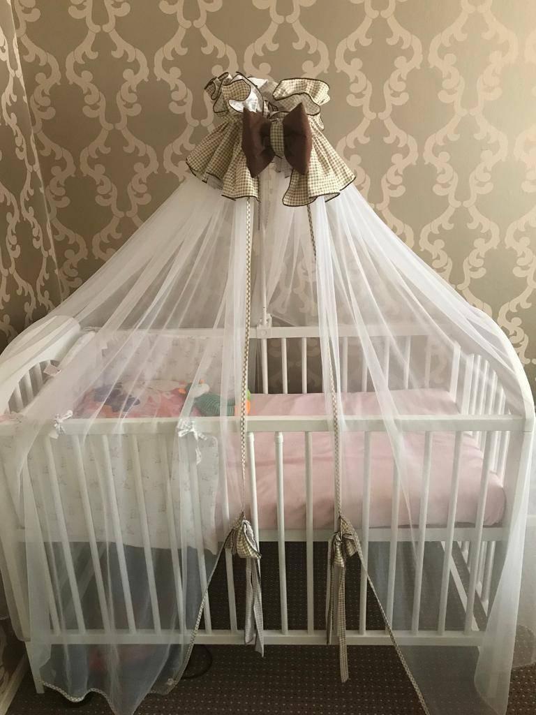 Держатель для балдахина на детскую кроватку (15 фото и видео): все виды креплений