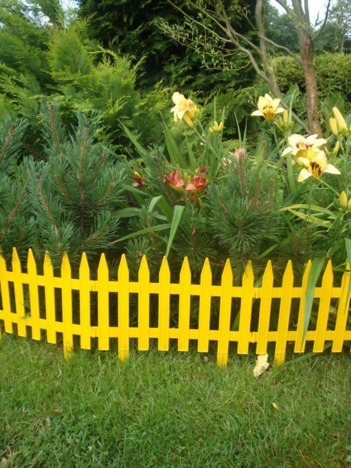 Декоративный заборчик для клумб и сада из подручных материалов на даче  - 21 фото