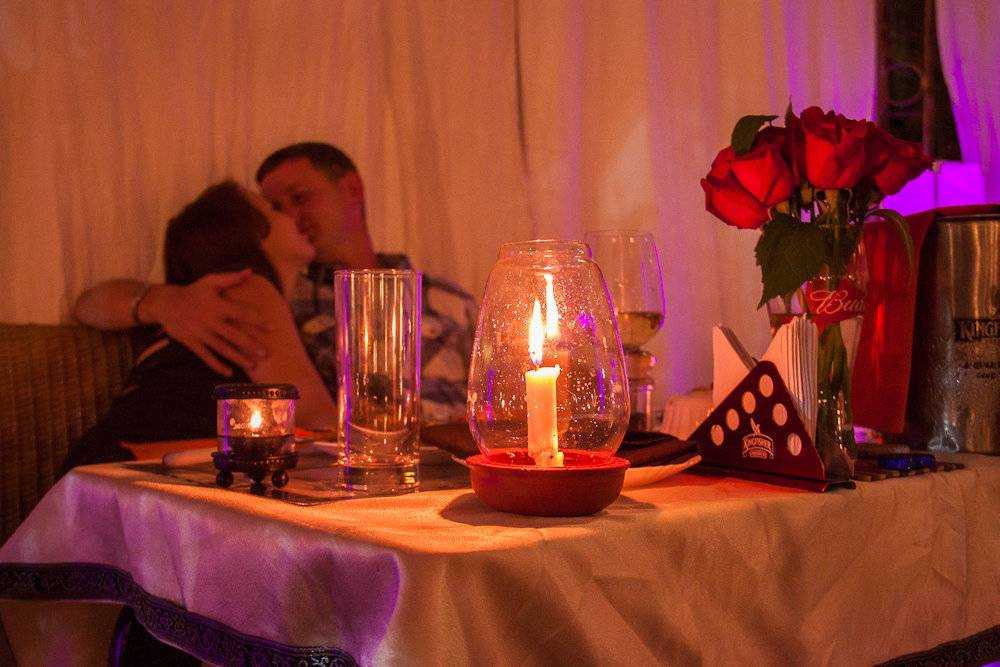 Романтический вечер на двоих — и пусть весь мир подождёт!