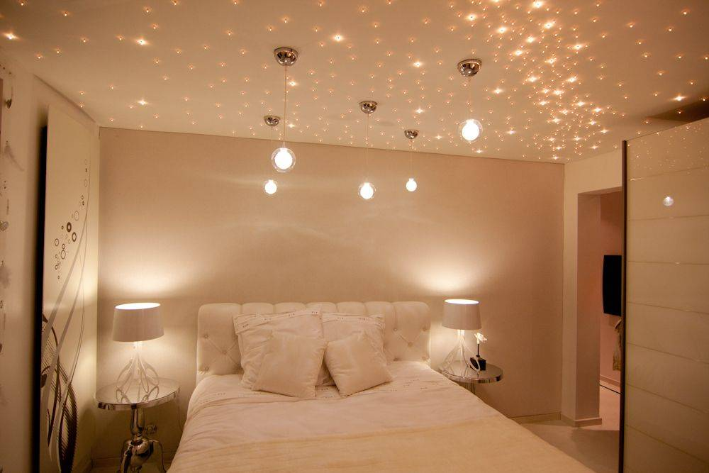 Свет в спальне: модные дизайнерские решения для правильного освещения комнаты
