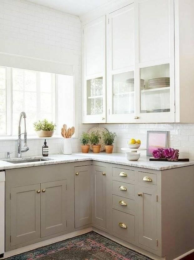 Особенности дизайна угловой кухни с холодильником