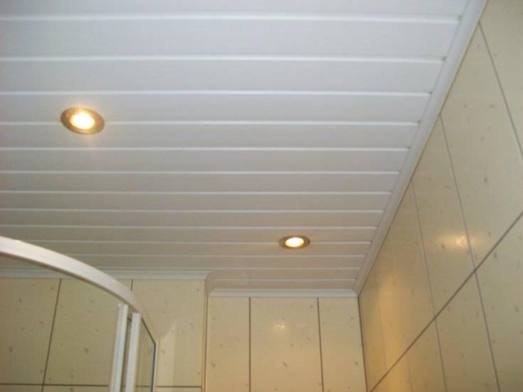 Какие пластиковые потолочные панели лучше для ванной комнаты