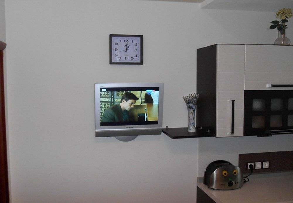 Варианты размещения телевизора на кухне