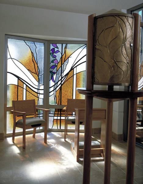 Витражные двери в современном интерьере