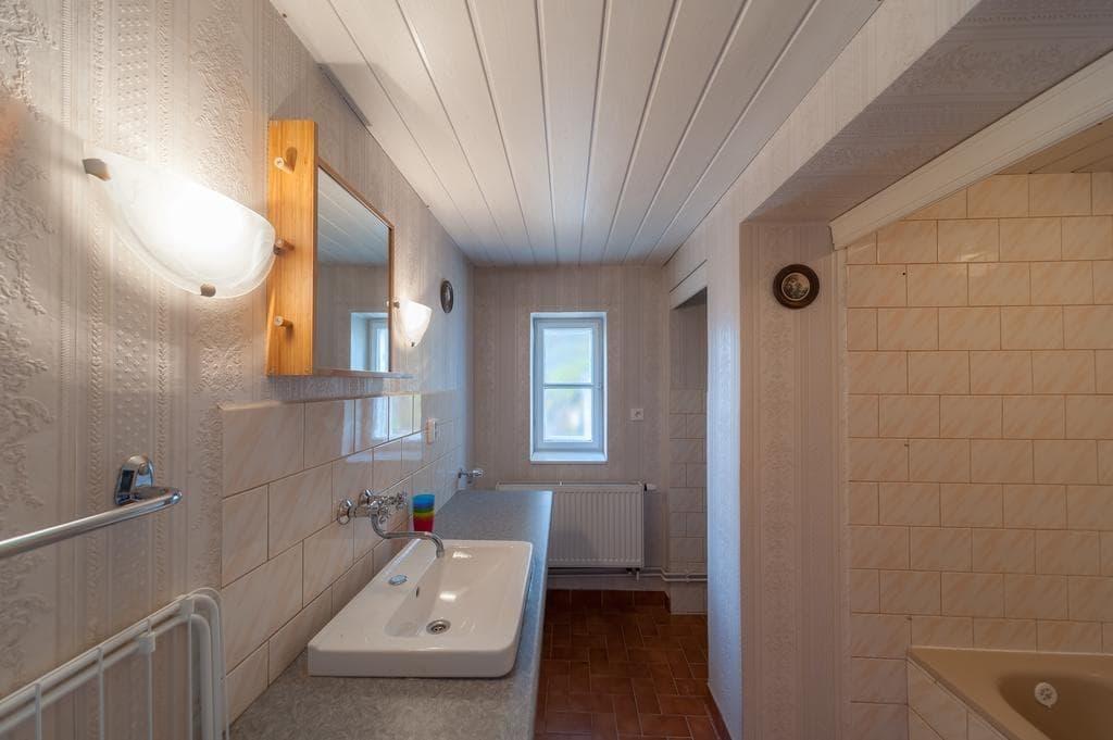 Какой выбрать потолок для ванной комнаты: обзор и сравнение всех видов конструкций