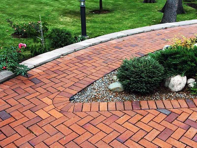 Тротуарная плитка на дачу (74 фото): дорожки в саду под природный камень в виде ромба и эко-плитка «паутинка», варианты оформления под дерево и брусчатку