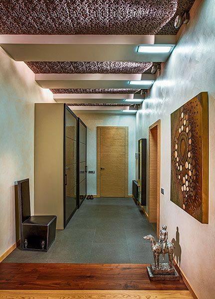 Потолки из гипсокартона с подсветкой в прихожей и коридоре