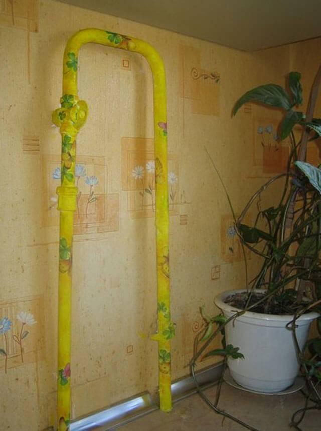 Как спрятать газовую трубу на кухне - варианты декора и маскировки
