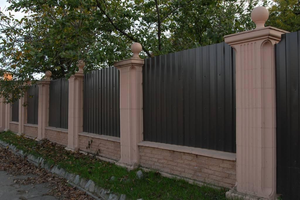 Столбы для забора бетонные: формы, виды, характеристики и установка