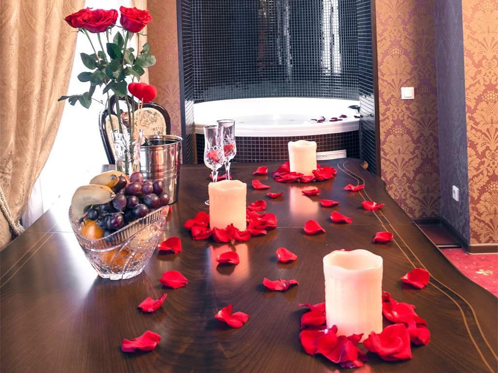 Чем удивить любимого: 10 романтичных вариантов для тех, кто дома
