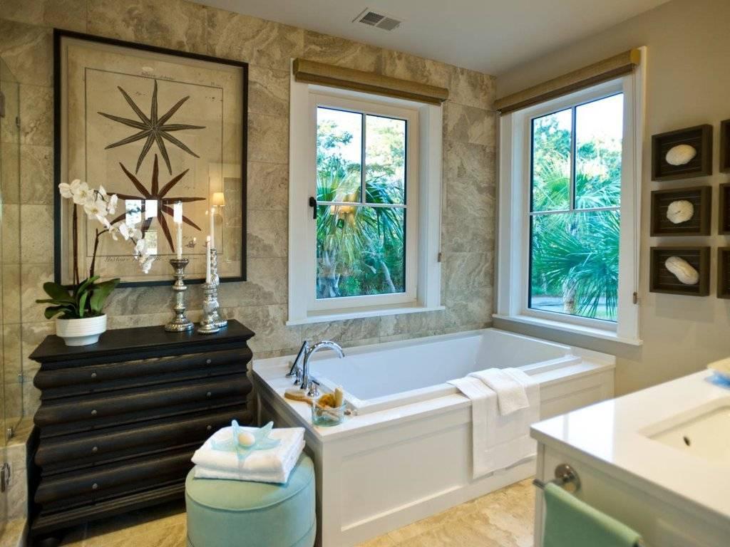 Окно в ванной комнаты: особенности, как декорировать - 75 фото