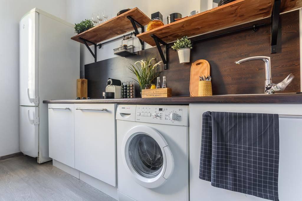 Стиральная машина на кухне: плюсы, минусы установки и размещение