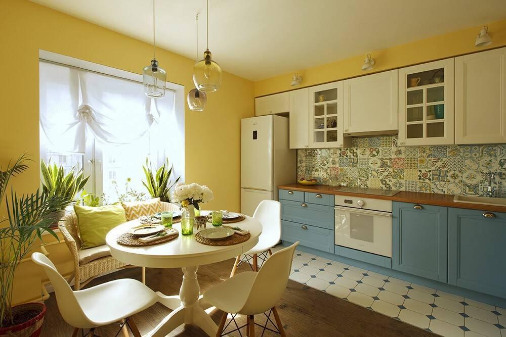 Мебель для маленькой кухни: расстановка и цветовая гамма, реальные фото примеры