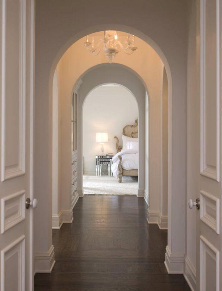 Арки в интерьере гостиной обеспечивают стильный вид