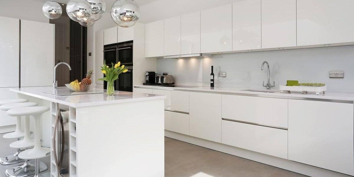 Белая кухня в интерьере: стильно, модно, изящно (фото)