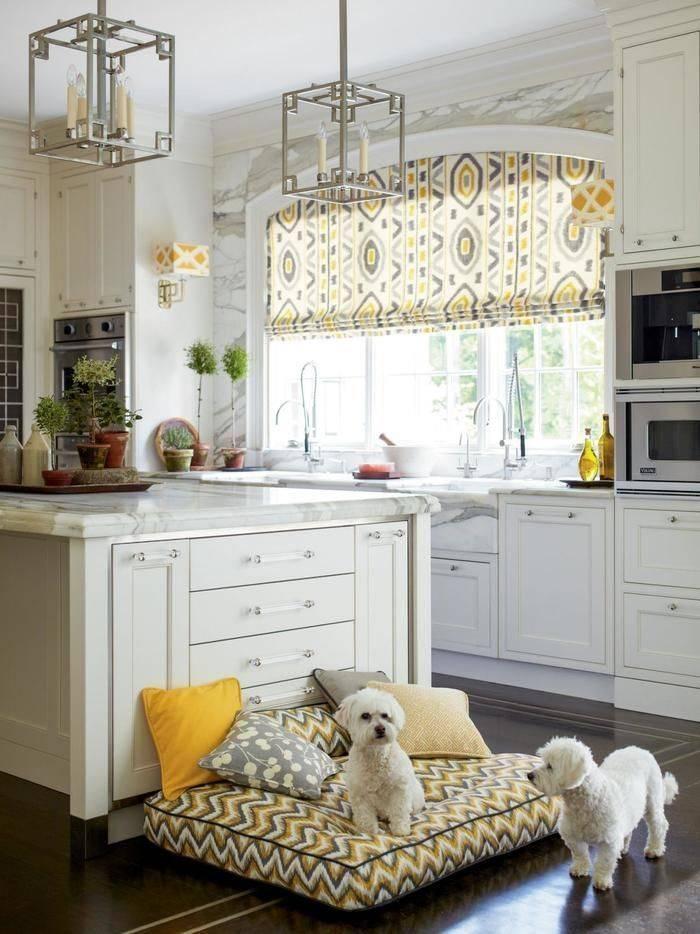 Оформление окна на кухне: шторы в современном стиле, как обыграть дизайн и декор, как украсить занавесками большое