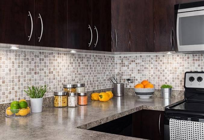 Фартук из плитки на кухню: советы по выбору, дизайн, фото в интерьере