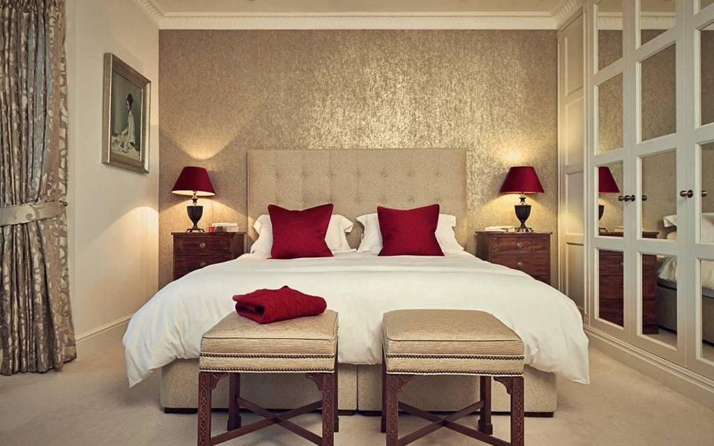 Светлые обои в спальню ⭐ - 150 фото эксклюзивных идей дизайна и сочетания в интерьере спальни