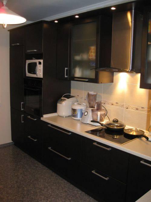 Цвета угловых кухонь (75 фото): особенности черно-белых, серых и красных, фиолетовых и бежевых, зеленых, оранжевых и сиреневых кухонь в интерьере