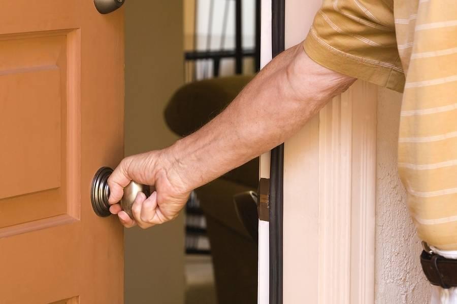 Вход в квартиру полицейского без разрешения собственника