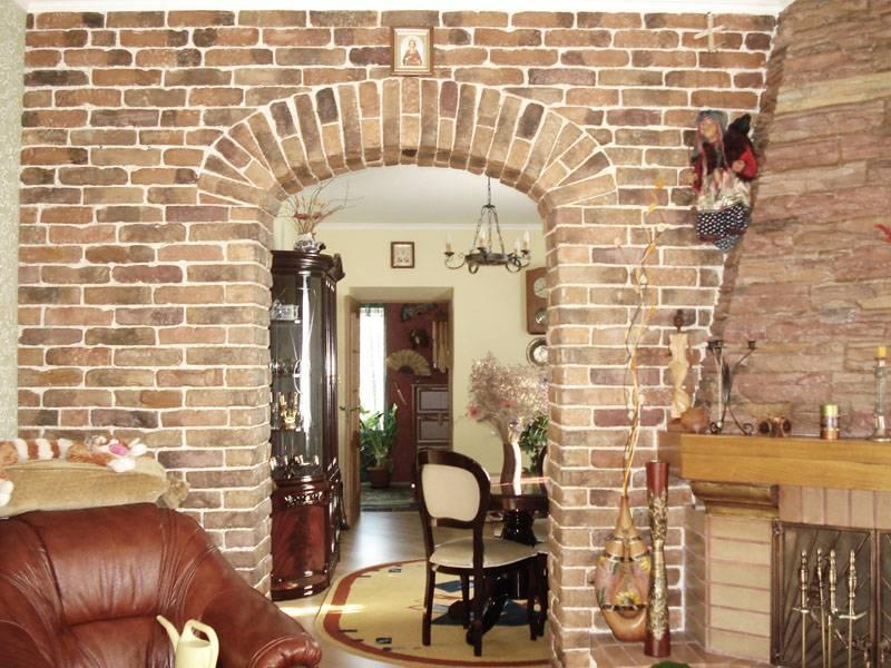 Отделка входной двери декоративным камнем, преимущества материала и приёмы стильного дизайна - 16 фото