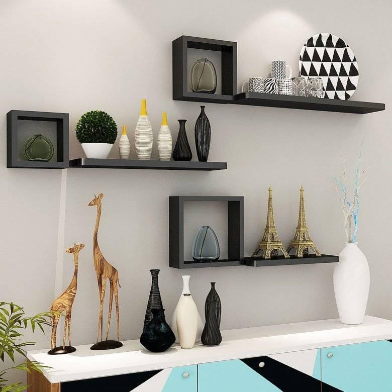 Варианты оформления дизайна и декора полок в гостиных комнатах