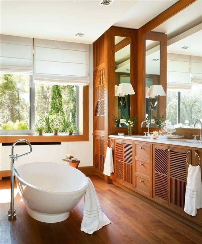Как обыграть окно в ванной комнате: дизайн и фото