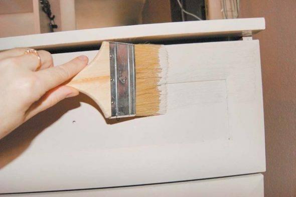 Как покрасить лакированную мебель: без снятия лака, своими руками, без ошибок