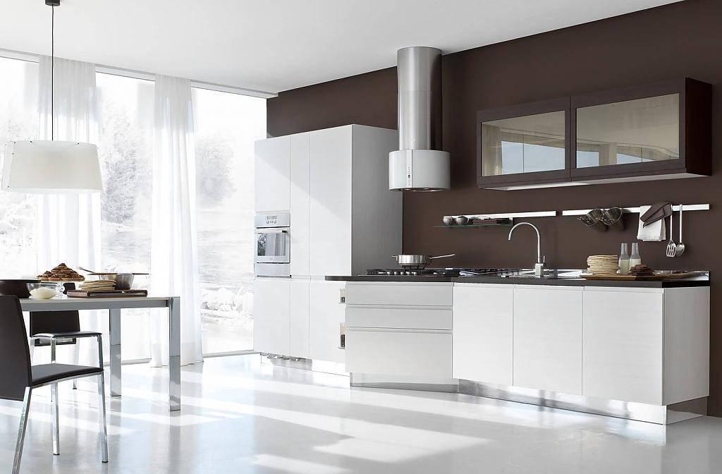 Белая кухня с деревом: любовь с первого взгляда