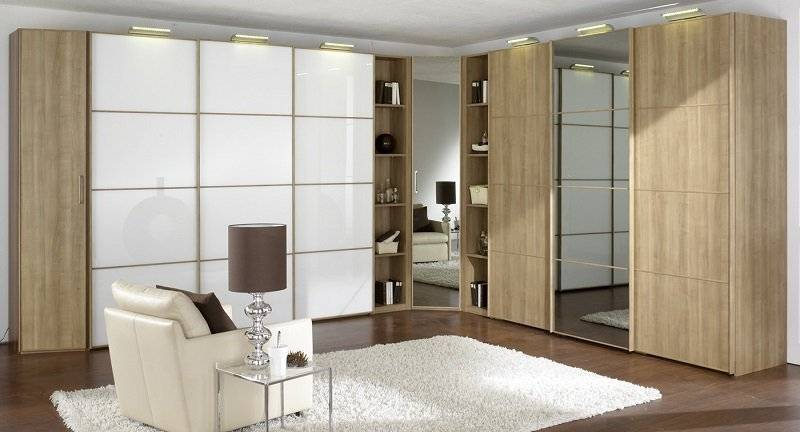 Угловой шкаф-купе в гостиную: виды и выбор