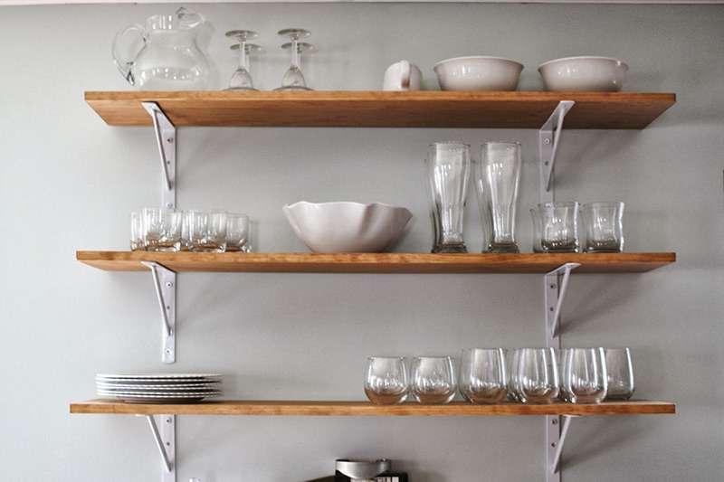 Полки на кухню: виды, материалы и примеры в интерьере