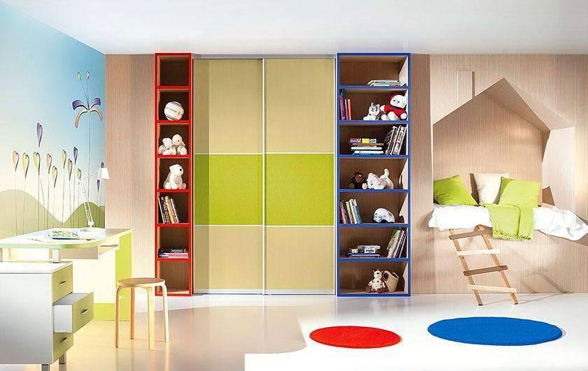 Встроенные шкафы в гостиную, какие бывают и как вписать в интерьер
