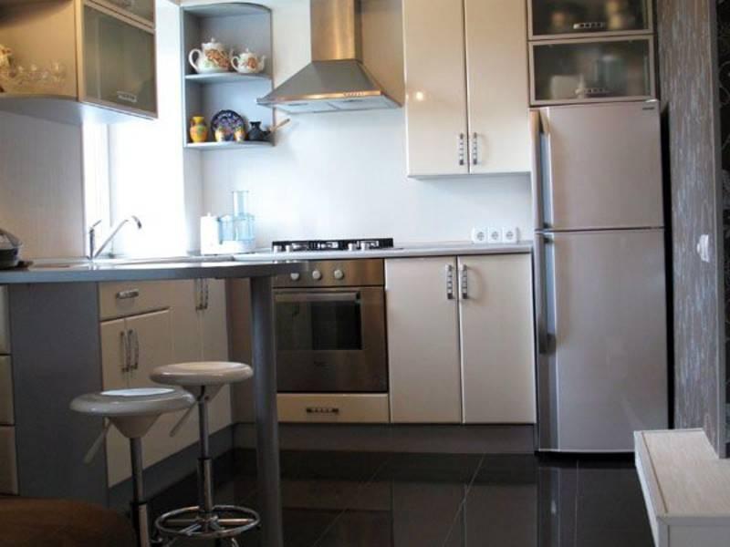 Дизайн маленькой кухни с газовой колонкой (34 фото): планировка кухни небольшой площади, особенности кухонной колонки в интерьере