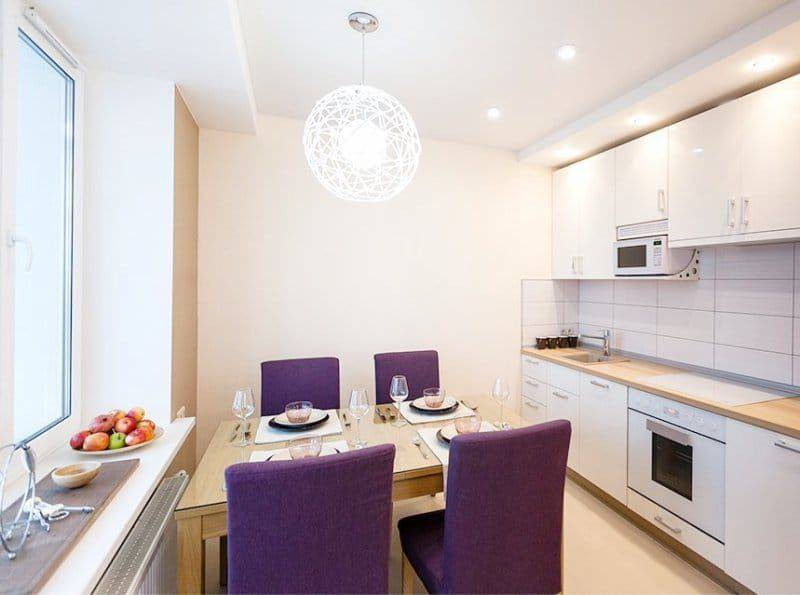 Дизайн кухни 11 кв. м с диваном