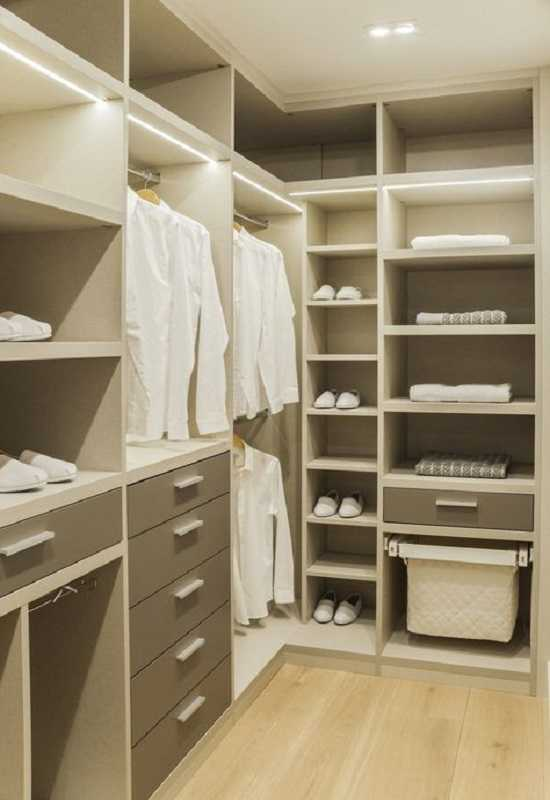 Маленькая гардеробная: пошаговая инструкция по планировке и оформлению