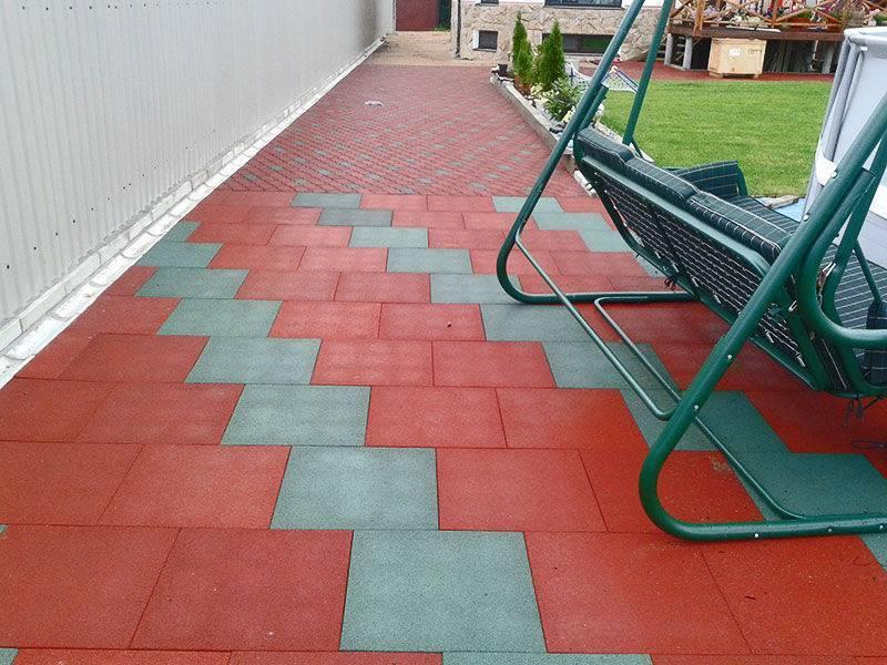 Резиновая плитка для дорожек на даче