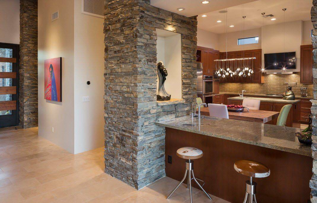 Декоративный камень на кухне: отделка в обеденной зоне, дизайн на стене в интерьере
