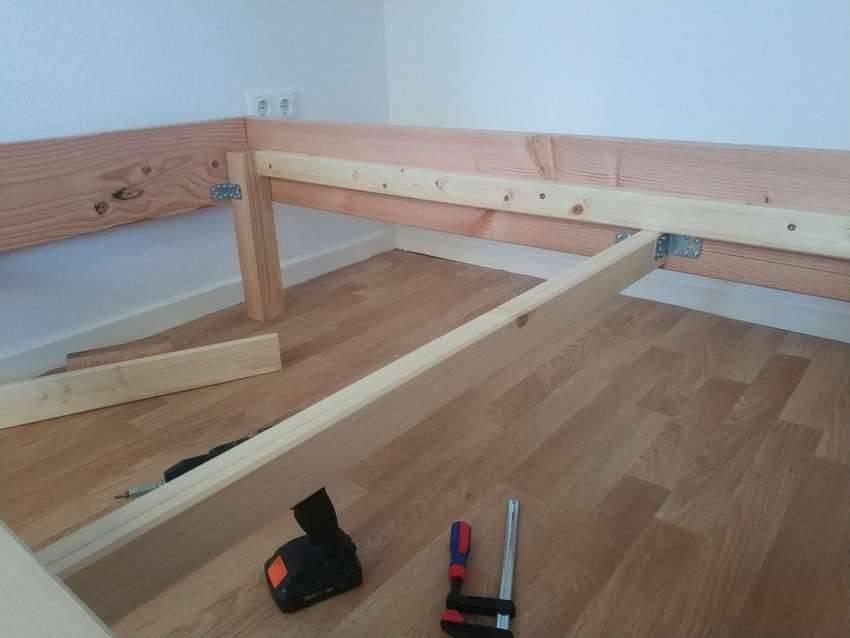Кровать своими руками (64 фото): как сделать двухъярусную и двуспальную в домашних условиях, кровать-подиум и с подъемным механизмом
