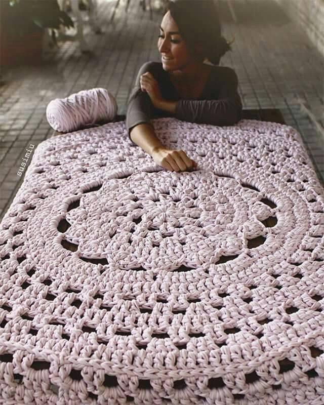 Как ковер из пряжи будет смотреться в вашем интерьере: плетем своими руками. (85+фото). крутые идеи для стильного дизайна (круглые ковры, прямоугольные, из помпонов)