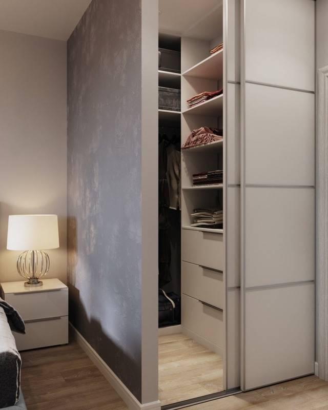 Угловая гардеробная в спальне, как подобрать подходящую форму