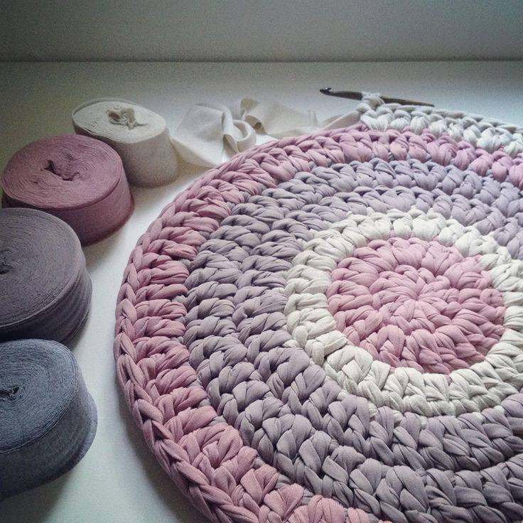 Сколько нужно трикотажной пряжи на коврик: секреты вязания.