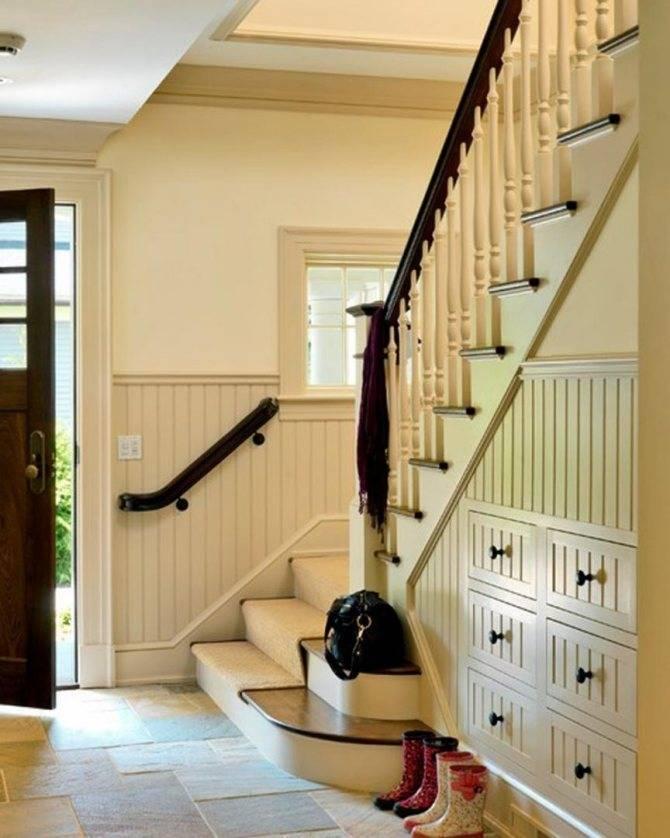 Пространство под лестницей: 43 идеи использования