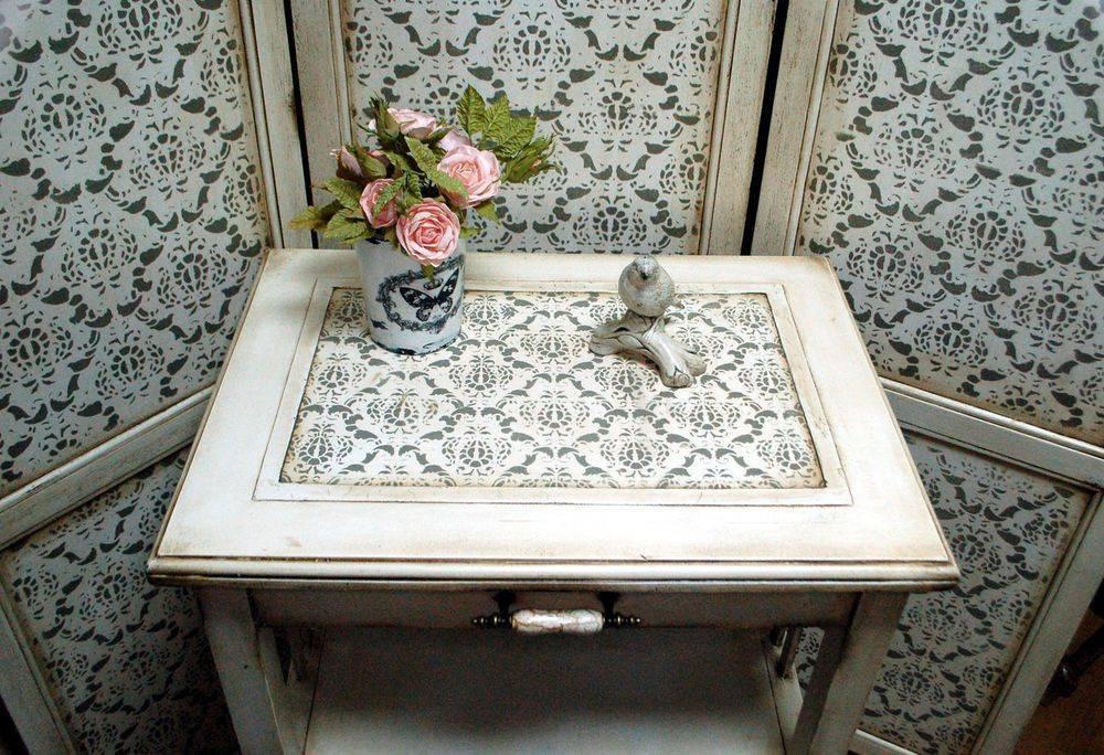Декор стола (54 фото): дизайн рабочего письменного и журнального столика с помощью декупажа и других техник своими руками.
