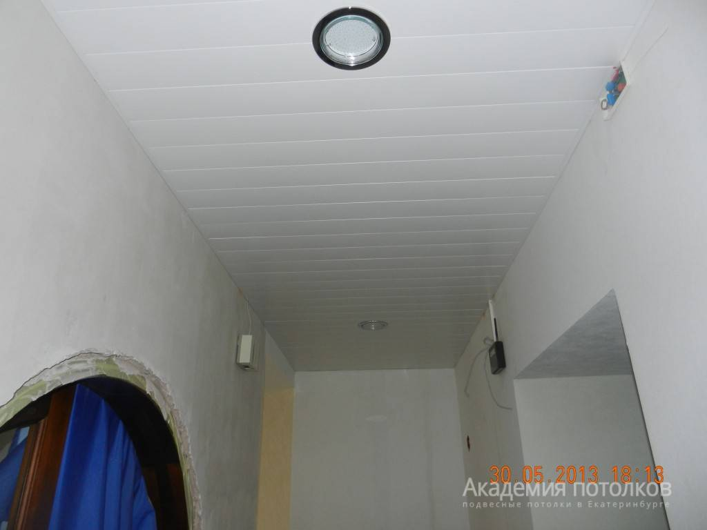 Потолок в коридоре (81 фото): какой лучше смотрится в дизайне прихожей -  сделать из пластиковых панелей, подвесной из гипсокартона или натяжной