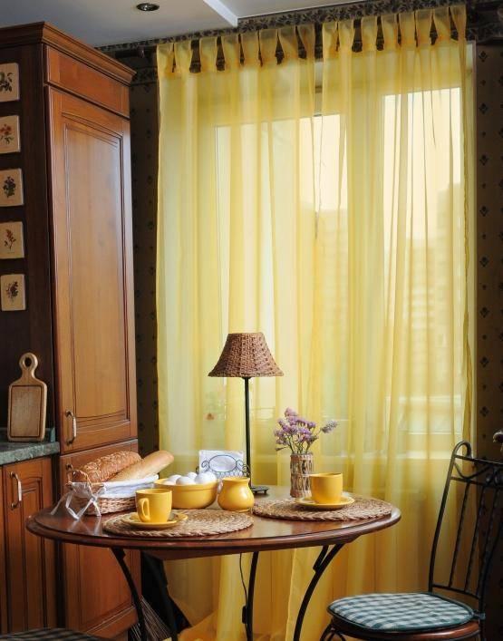Длинные шторы на кухню — 42 фото с современным дизайном