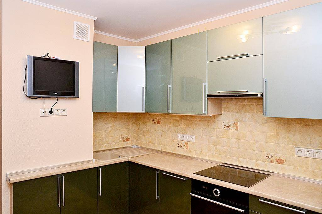 Дизайн кухни в доме серии п-44