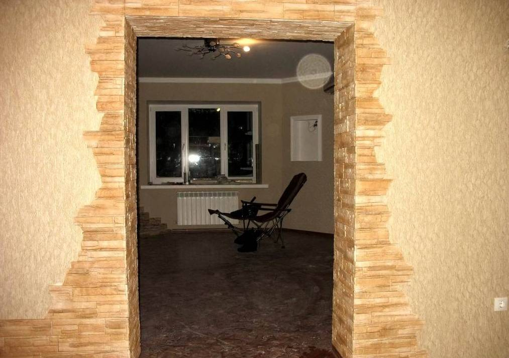 Отделка декоративным камнем дверных проемов: идеи дизайна